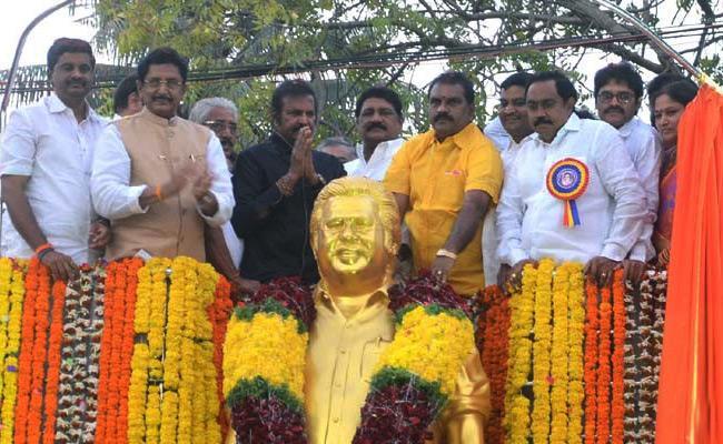 Mohan Babu Unveiled Statue Of Dasari Narayana Rao In Palakollu - Sakshi