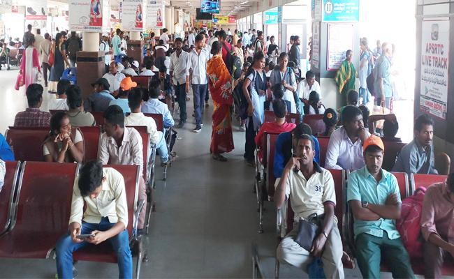 Srikakulam People Sufered Bus Shortage - Sakshi