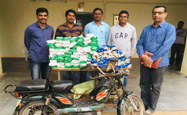 Task Force Officers Attack On Gutka Centers Warangal - Sakshi