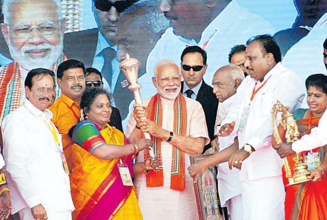 pm narendra modi fires on kerala govt on sabarimala issue - Sakshi