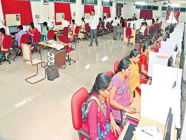 Candidates have Many doubts on online DSC Online Exams - Sakshi
