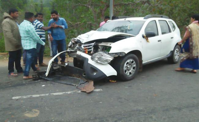 Man Died in Car Accident Odisha - Sakshi