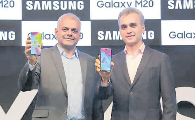 Samsung Galaxy M10, Galaxy M20 Officially Launched - Sakshi