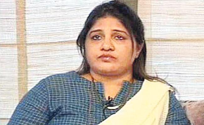 Karnataka Congress President Dinesh Gundu Rao Wife Fires On Minister Ananth Kumar Hegde - Sakshi
