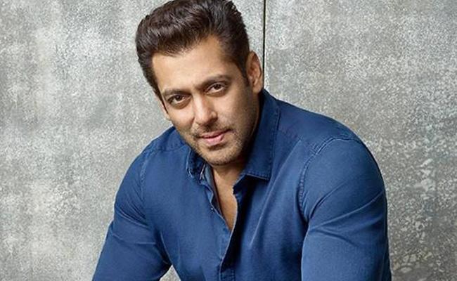 Salman Khan In Top Place In MOTN Survey - Sakshi