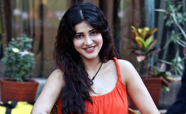 Shruti Haasan with rumoured boyfriend Michael Corsale to depict her love story - Sakshi