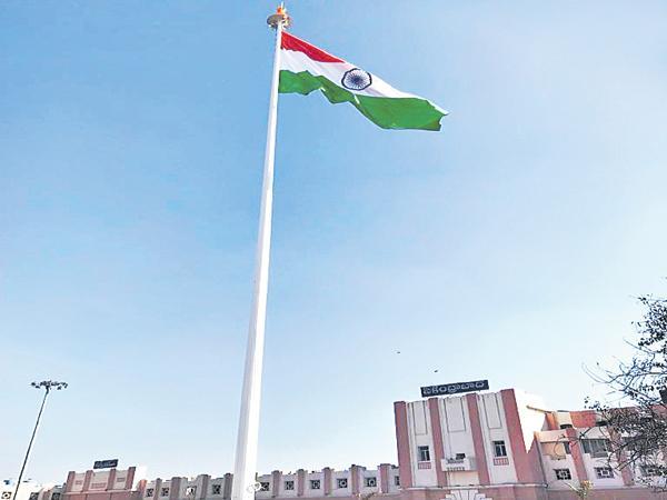 National Flag in the Secunderabad Railway Station - Sakshi