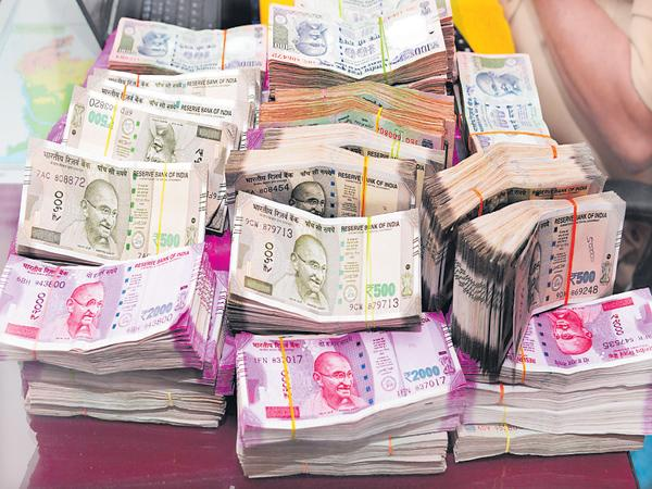 Who send those Rs 6 crore cash at time the of assembly polls - Sakshi
