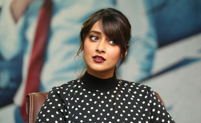 Ileana D Cruz Trolled For Posting Glamorous Photos In Social Media - Sakshi