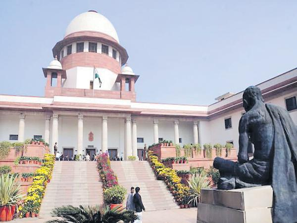 How does the High Court ensure fees? - Sakshi