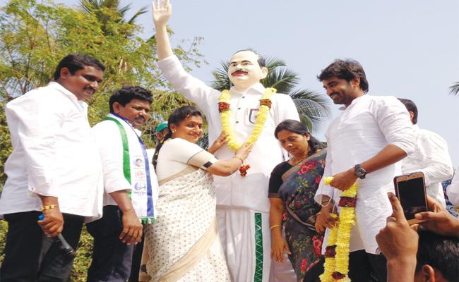 YSRCP MLA RK Roja Visit West Godavari - Sakshi
