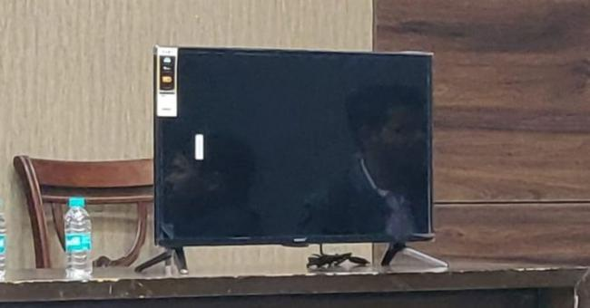 This Android smart TV is Priced at Rs 4999 - Sakshi