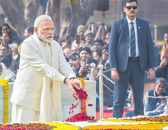 Modi urges people to vote for stable and majority govt again - Sakshi