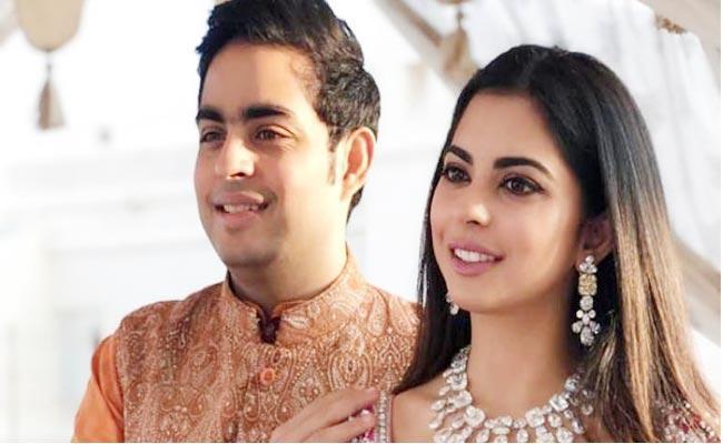 Isha Ambani Says She And Akash Born After 7 Years of Their Parents Marriage - Sakshi