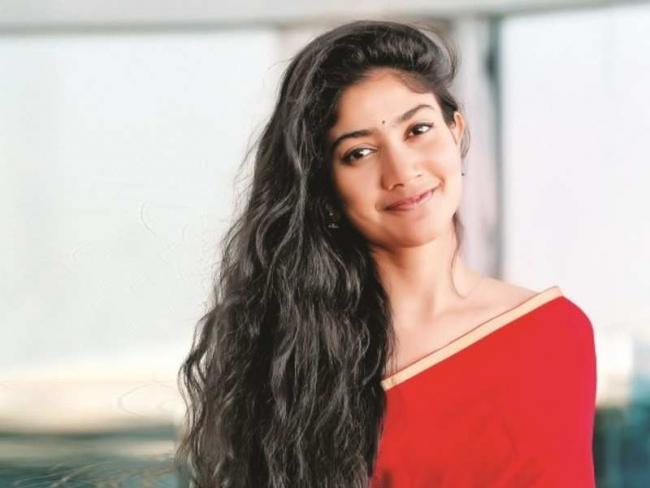 Sai Pallavi Hopes Suriya NGK Film Will Give Her A Big Hit - Sakshi