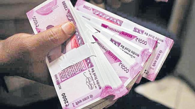 RBI stops printing, circulating Rs 2,000 currency notes - Sakshi