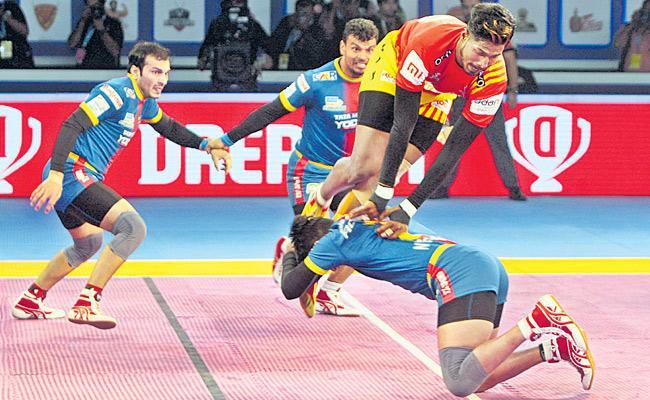Gujarat Fortunegiants beat UP Yoddha - Sakshi