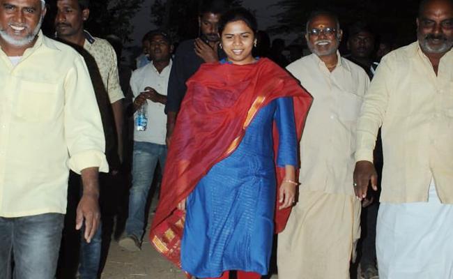 Bhuma Akhila Priya Sensational Comments - Sakshi