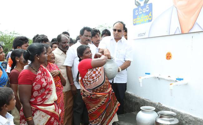 MP Vemireddy Prabhakar Reddy Starts Water tankers in Chandragiri - Sakshi