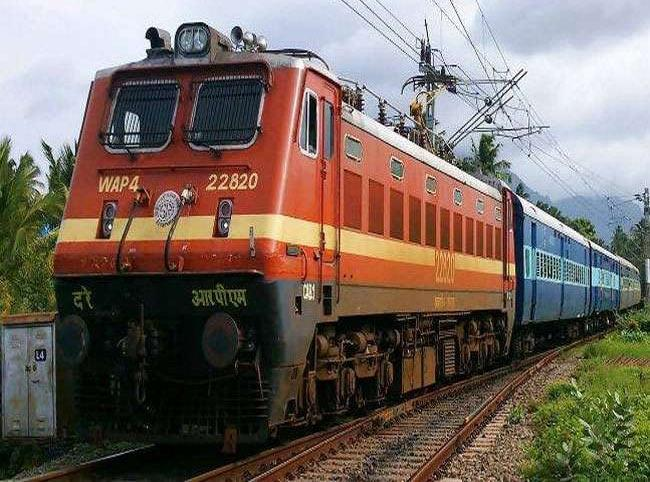 Vacancy on more than 13 thousand posts in Railways - Sakshi
