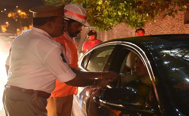Hyderabad Traffic Police Booked Many Cases In Drunk And Driving - Sakshi
