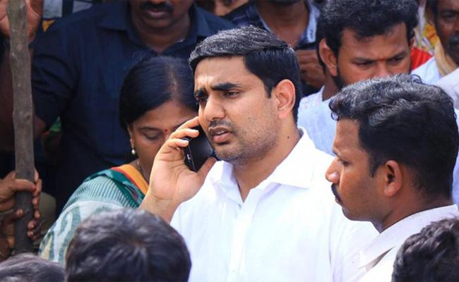 Journalists Protest In Front Of Nara Lokesh - Sakshi