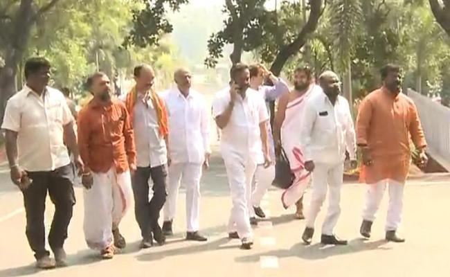 AP BJP Leaders Give Memorandum At DGP Office For Security - Sakshi