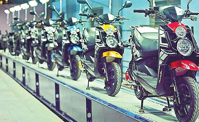 E cars And Bikes in hyderabad  Metro Stations - Sakshi