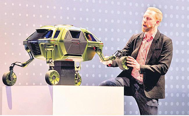 Hyundai Unveils Robotic Walking Car - Sakshi
