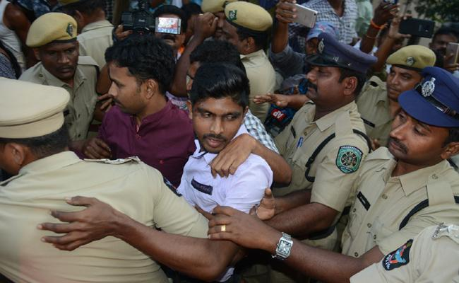 Murder Attempt On YS Jagan Mohan Reddy is Transferred to Vizag Court - Sakshi