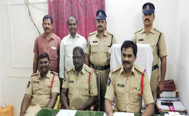 Betting Gang Arrest in PSR Nellore - Sakshi