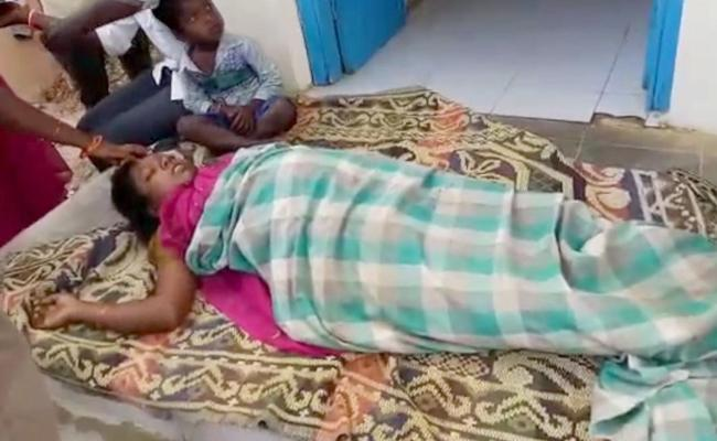 Pregnant Died Due To Doctors Negligence In Kadapa - Sakshi