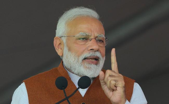 Narendra Modi and Fires On Chandrababu At Guntur - Sakshi