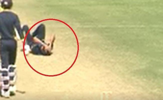 Ashok Dinda hit on the head during practice match at Eden Gardens - Sakshi