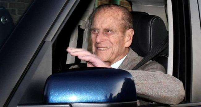 Prince Philip Gives Up Licence After Car Crash - Sakshi
