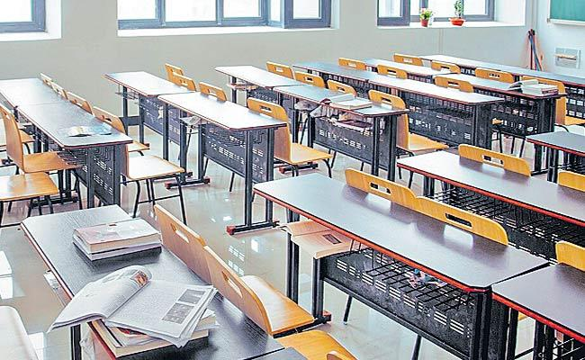 No Admissions For 242 Colleges In Telangana - Sakshi