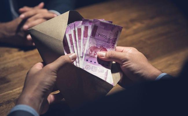 Rupee Gains 9 Paise Against Dollar in Early Trade  - Sakshi