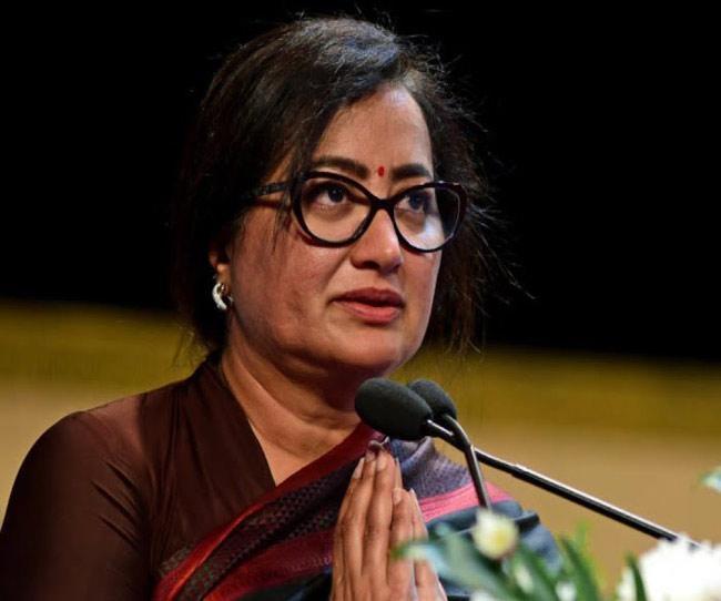 Sumalatha Ambareesh to enter politics from Mandya - Sakshi