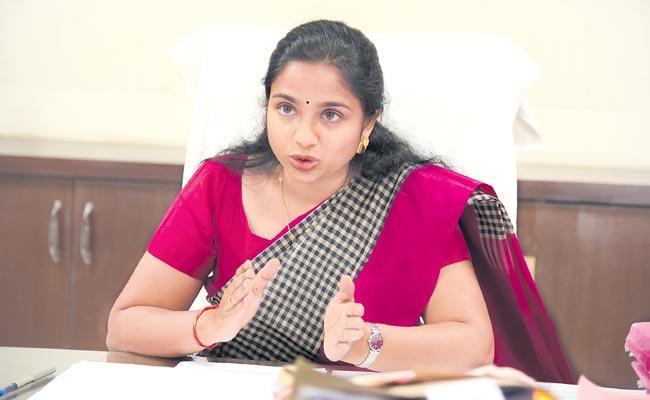 Collector Shweta Mahanti Climb on program to develop tourism - Sakshi