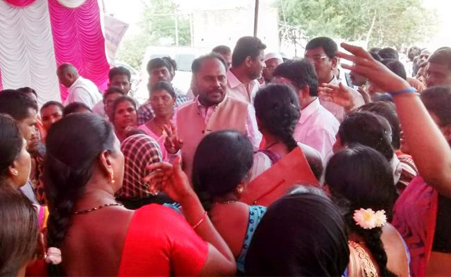 Dwcra Groups Womens Conflicts in Anantapur - Sakshi