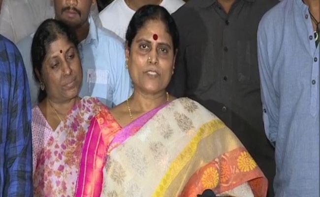 YS Vijayamma praises Yatra Movie - Sakshi