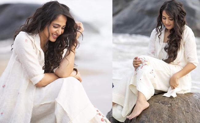 Kona Venkat Comment On Anushka New Slim Look - Sakshi
