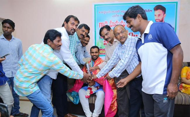 Hanuma Vihari Felicitated By CER Club And Fans At 8 Incline Colony - Sakshi