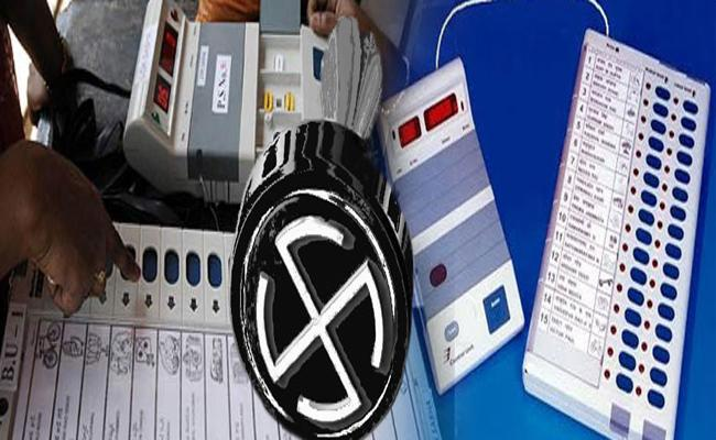 Hyderabad Voters Shows Least Interest To Cast Voting - Sakshi