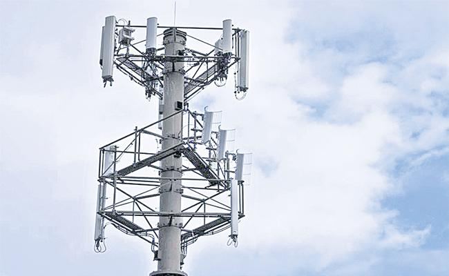 Fraud With Reliance Jio Towers in Hyderabad - Sakshi