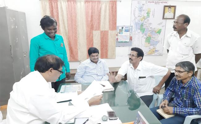 Fake Survey Team in Chittoor - Sakshi