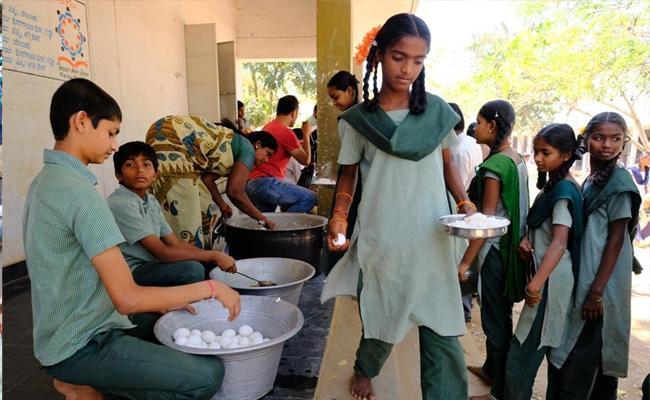 Midday Meals Has Failed Govt Schools Nalgonda - Sakshi