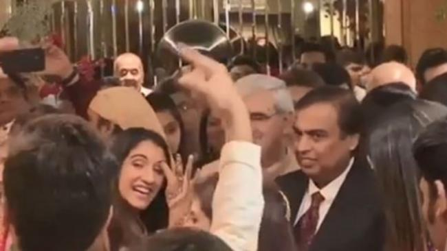 Radhika Merchant Tries to Get Mukesh Ambani to Dance at Wedding - Sakshi