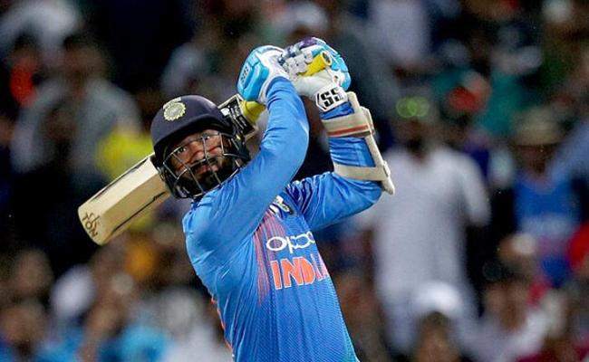 I genuinely believed that I could hit a six, says Dinesh Karthik - Sakshi