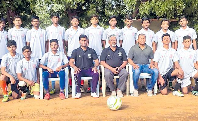 Telangana State School Football Team Announced - Sakshi